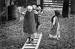 Click image for larger version.  Name:Menn children play 84.jpg Views:147 Size:72.5 KB ID:193527